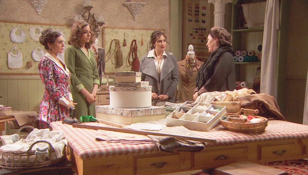 Camila y Francisca en la tienda