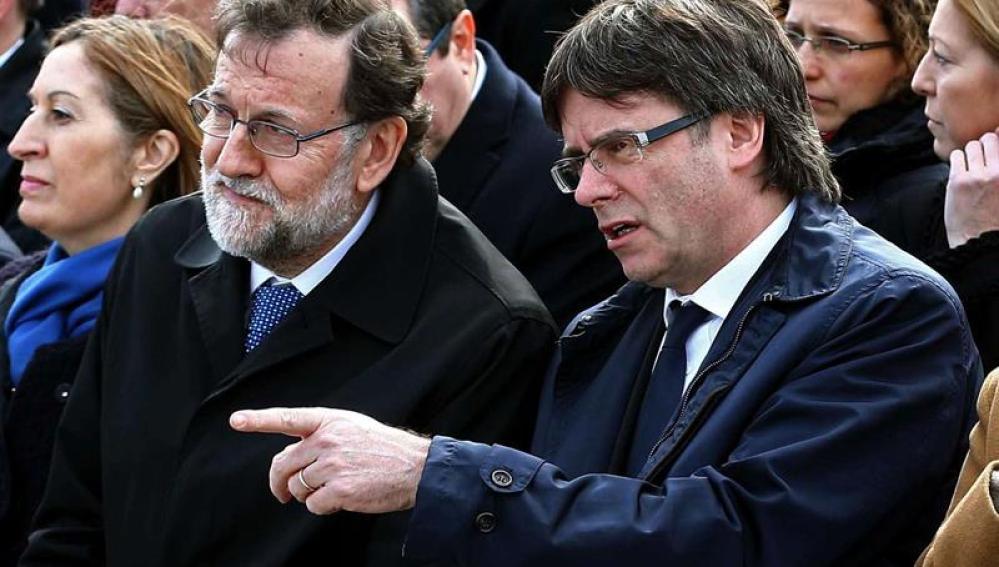 El jefe del Ejecutivo, Mariano Rajoy, y el presidente de la Generalitat, Carles Puigdemont