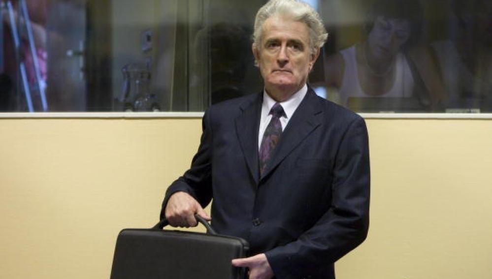 Exlíder serbobosnio Radovan Karadzic