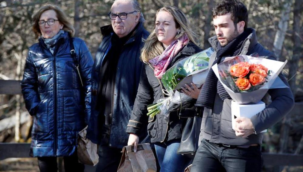 Familiares de las víctimas de la tragedia de Germanwings a su llegada a la ceremoniaFamiliares de las víctimas de la tragedia de Germanwings a su llegada a la ceremonia