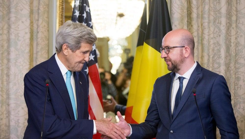 John Kerry junto a Charles Michel