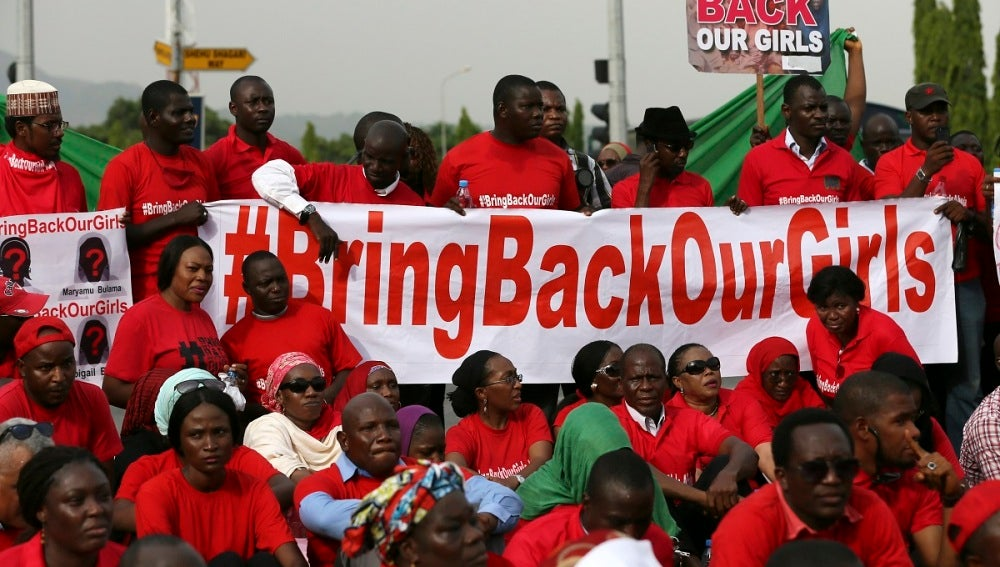 Familiares de las niñas secuestradas en Chibok (Nigeria) por Boko Haram