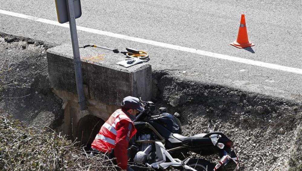 Accidente en Navarra tras chocar una motocicleta con un ciclista