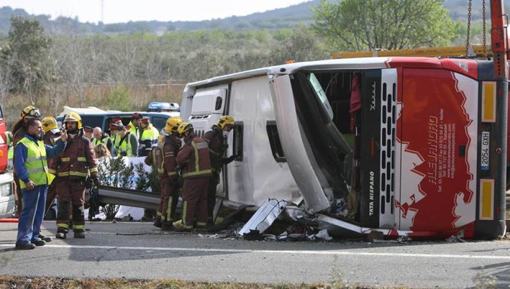 Imagen del autobús que se accidentó en Freginals (Tarragona)