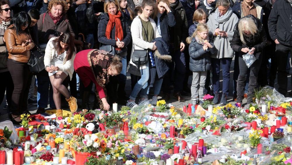 Los belgas siguen mostrando su solidaridad con las víctimas de Bruselas