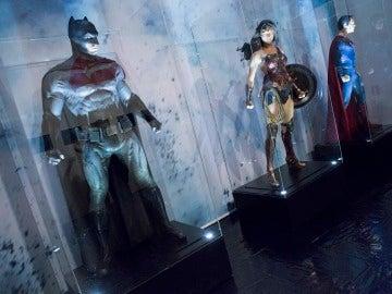 Batman, Wonder Woman y Superman en magníficas réplicas de 'Batman v Superman'