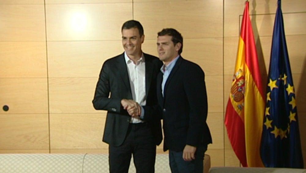 Sánchez se reúne con Rivera en vísperas de su encuentro con Iglesias