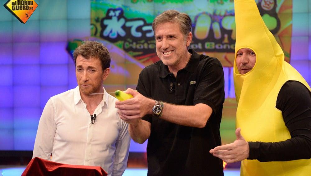 Monaguillo presenta la última tendencia en Japón, 'El mundo plátano'