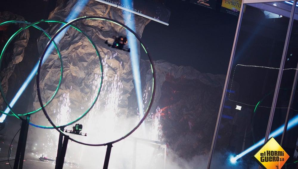 Un espectacular circuito de drones con las películas de Antonio Banderas