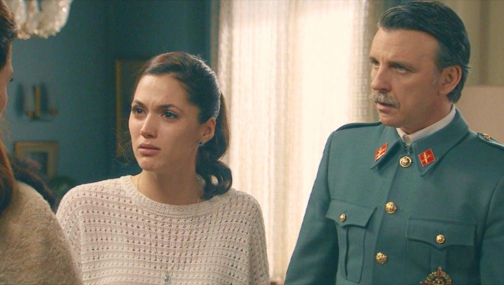 Tomás comunica a Sofía y Adela que será trasladado