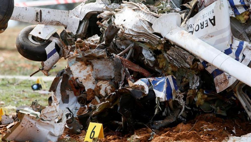 Los restos de la avioneta siniestrada en Madrid