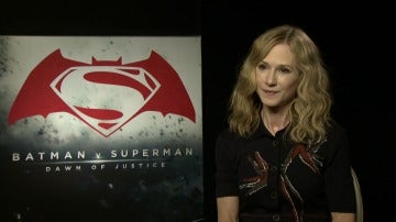 Holly Hunter es la Senadora Finch en 'Batman V Superman'