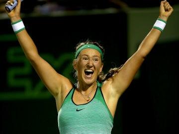 Azarenka celebra su victoria ante Kerber