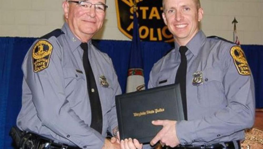 Uno de los agente de policía fallecidos (derecha)