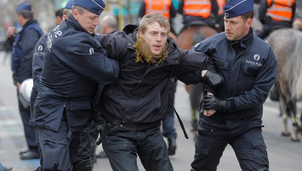 La Policía ha detenido a al menos diez personas