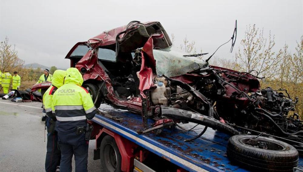 Mueren siete personas en un choque frontal entre dos vehículos en Girona
