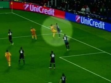 Luis Suárez da una patada sin balón a Juanfran