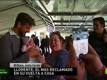 Frame 5.571688 de: Llorente, aclamado en su vuelta a Bilbao