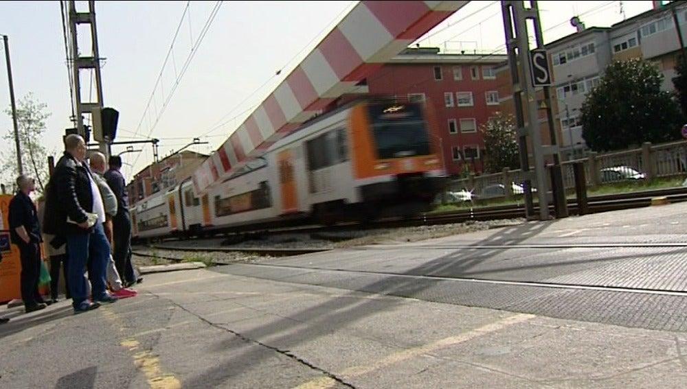 Un joven muere arrollado por un tren en la estación de Montcada