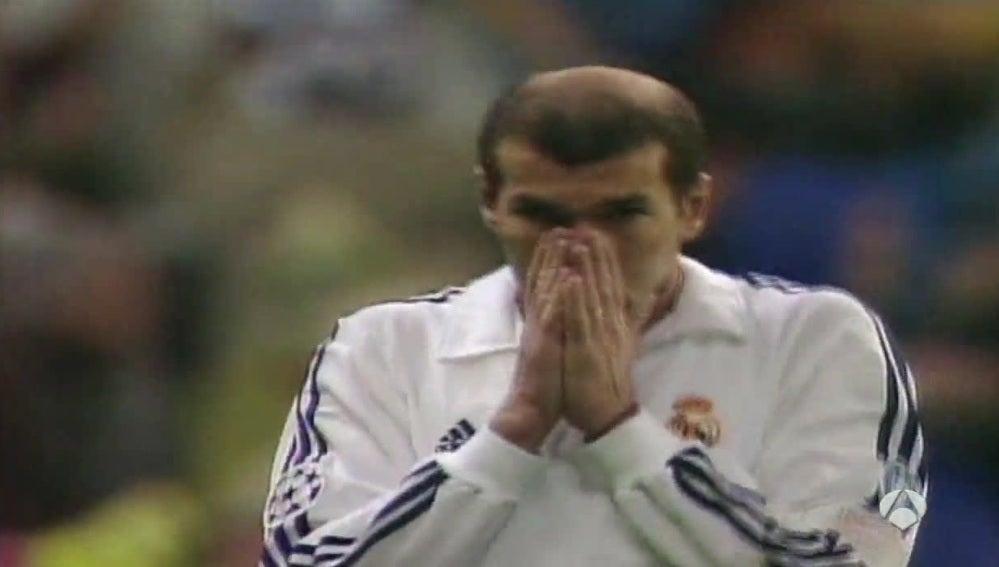 Zinedine Zidane, durante un partido de la temporada 2002