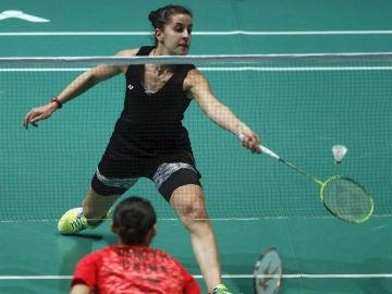 Carolina Marín resta la pluma ante Wang Yihan