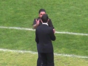 Gattuso golpea a su asistente