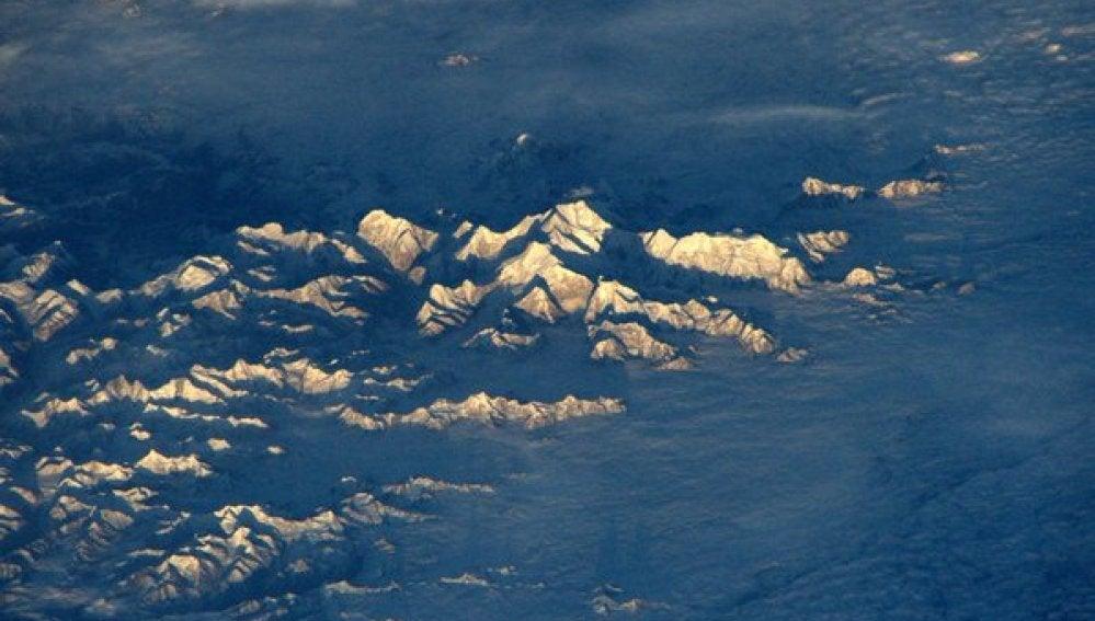 Imagen del Everest desde el espacio