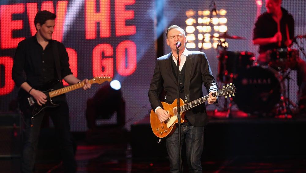 Bryan Adams durante una actuación