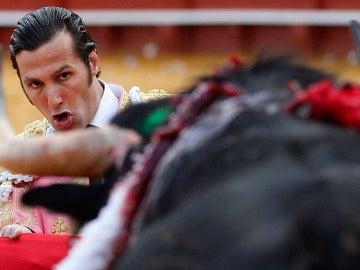 matador de toros David Mora en el primero de su lote