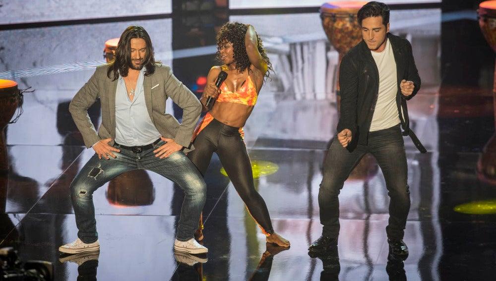Bustamante y Rafael Amargo mueven las caderas