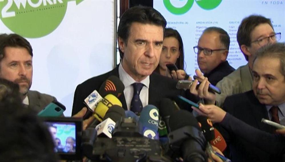 El ministro de Industria, Energía y Turismo, José Manuel Soria, hace declaraciones a los medios