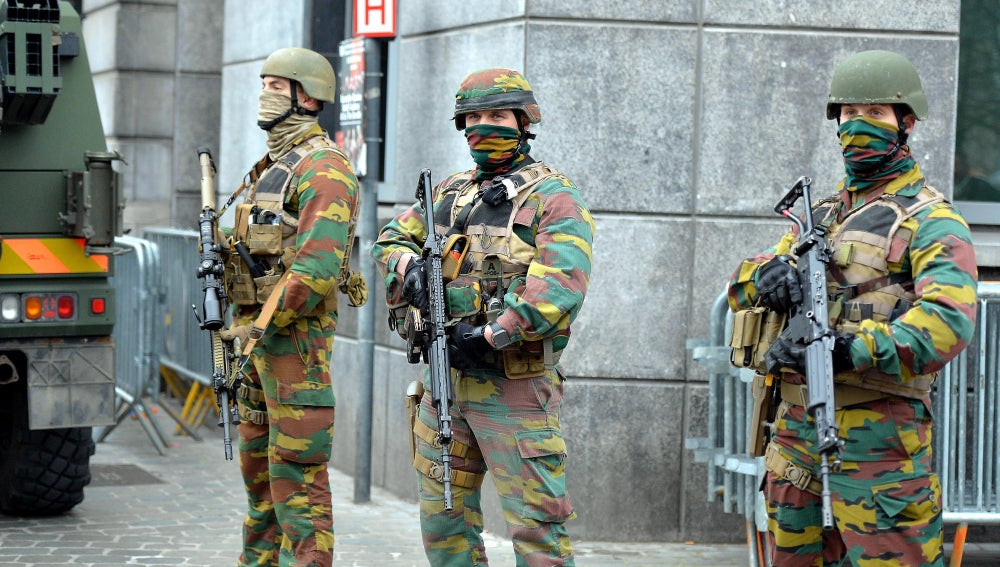 Militares belgas en el barrio de Molenbeek