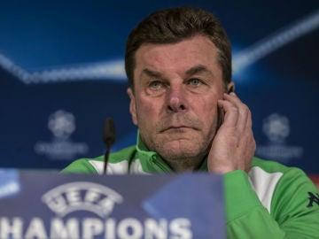 Dieter Hecking, técnico del Wolfsburgo