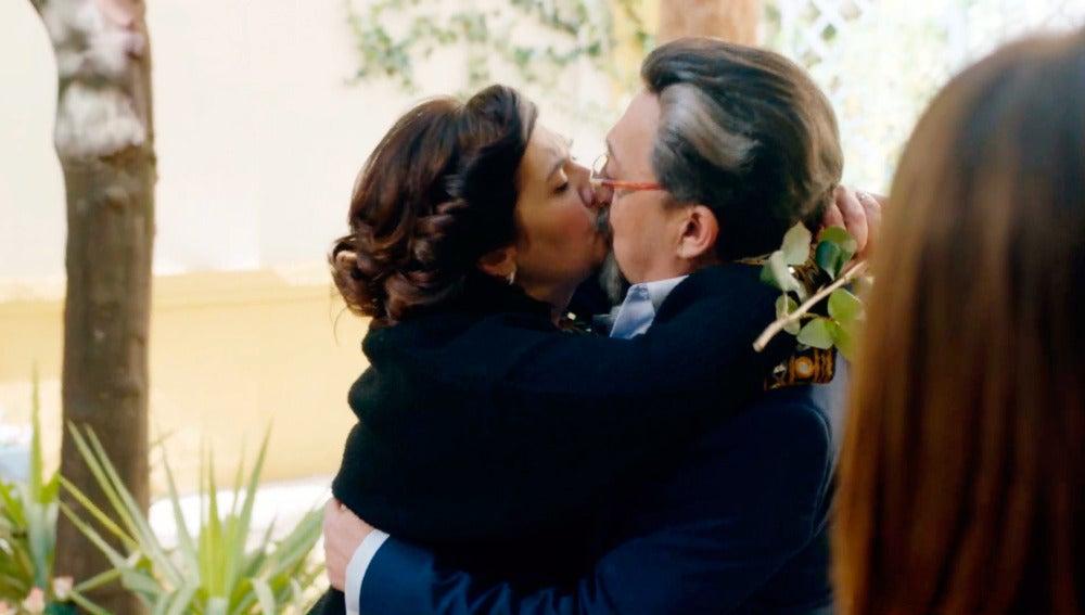 Maritxu deja a todos boquiabiertos besando a BenitoMaritxu deja a todos boquiabiertos besando a Benito