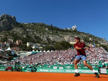 Roger Federer resta una pelota ante Guillermo García López