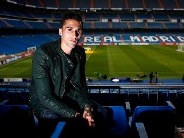 Arbeloa posa en el Santiago Bernabéu