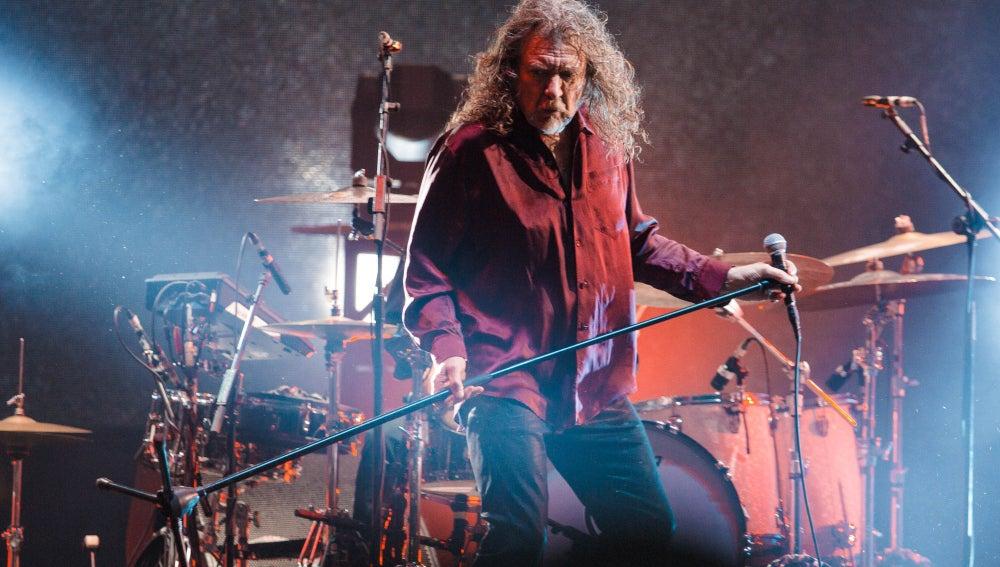 Robert Plant durante una actuación en Brasil