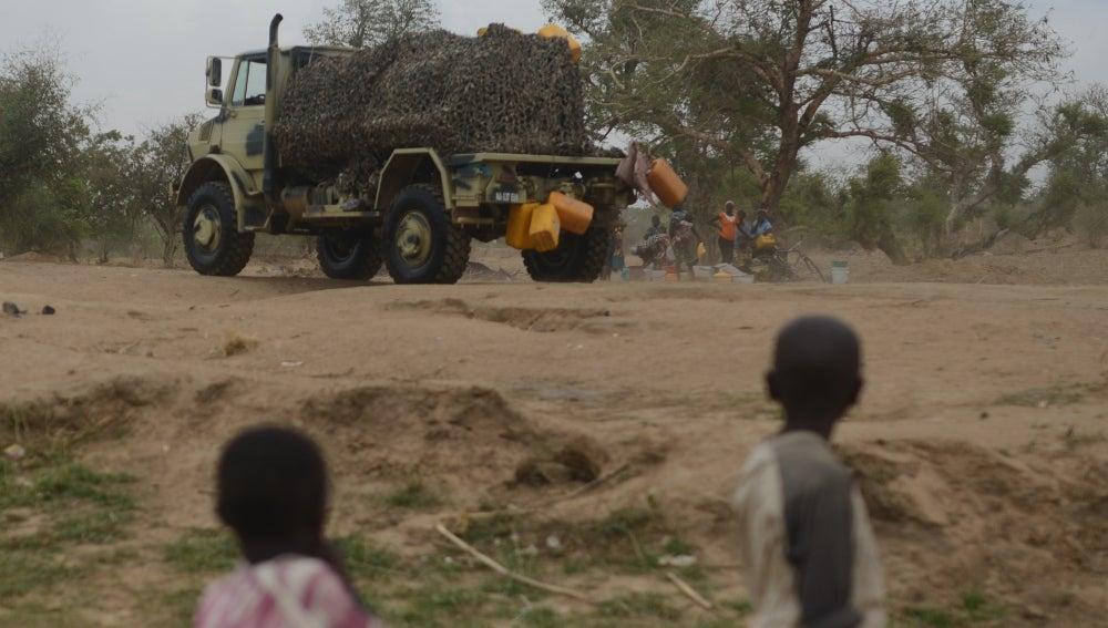 Nigerianos en Adamawa después de un ataque de Boko Haram