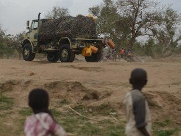 Niños después de un ataque de Boko Haram - Imagen de archivo