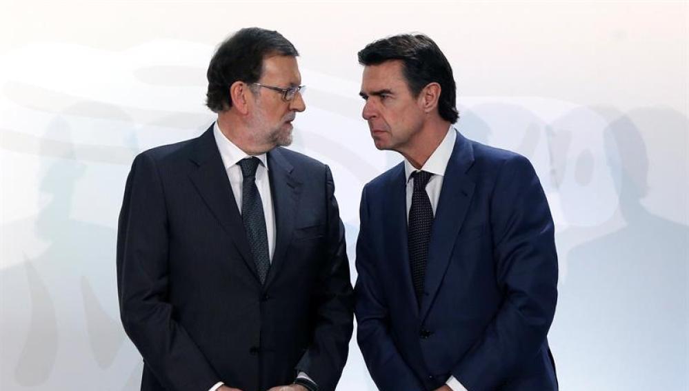 Mariano Rajoy, presidente del Gobierno en funciones, junto a José Manuel Soria