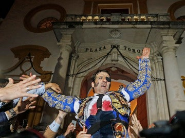 El diestro Juan José Padilla abre la Puerta del Principe
