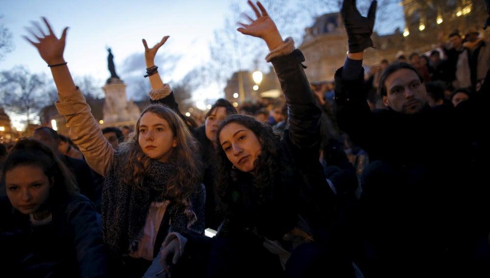 """Protesta de la """"Noche en pie"""", en la plaza de la República"""