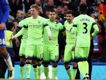 Sergio Agüero festeja con el Manchester City