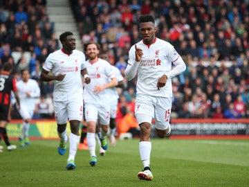 Sturridge festejando su gol con el Liverpool