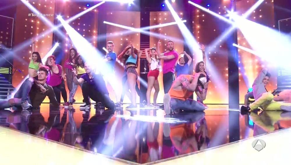 La espectacular entrada de los concursantes al plató de Top Dance