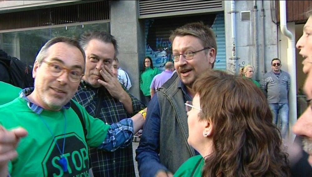 Domènech participa en un escrache contra la sede del PP en Barcelona