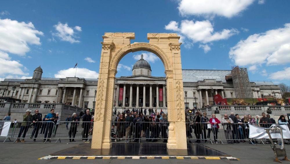 Recrean el Arco de Triunfo de Palmira en la plaza de Trafalgar