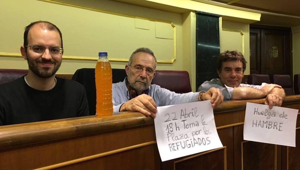 Tres de los diputados de Podemos en huelga de hambre
