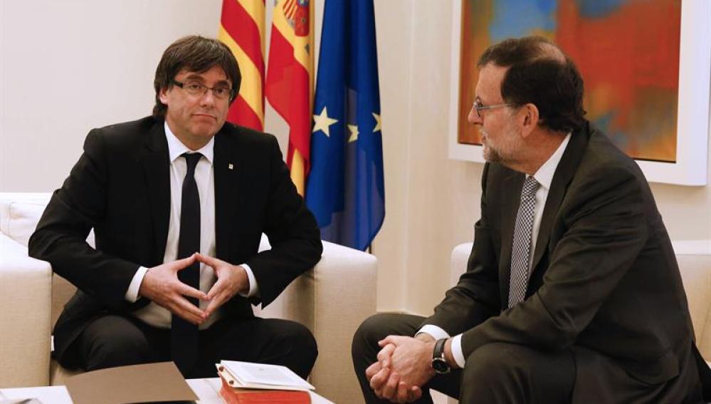 Mariano Rajoy y el presidente de la Generalitat, Carles Puigdemont