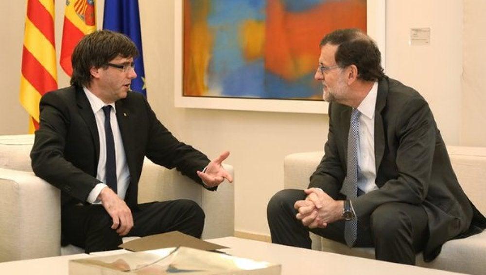 Mariano Rajoy y Carles Puigdemont, reunidos en La Moncloa